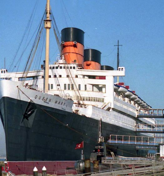 Hotel_Queen_Mary,_Long_Beach_01