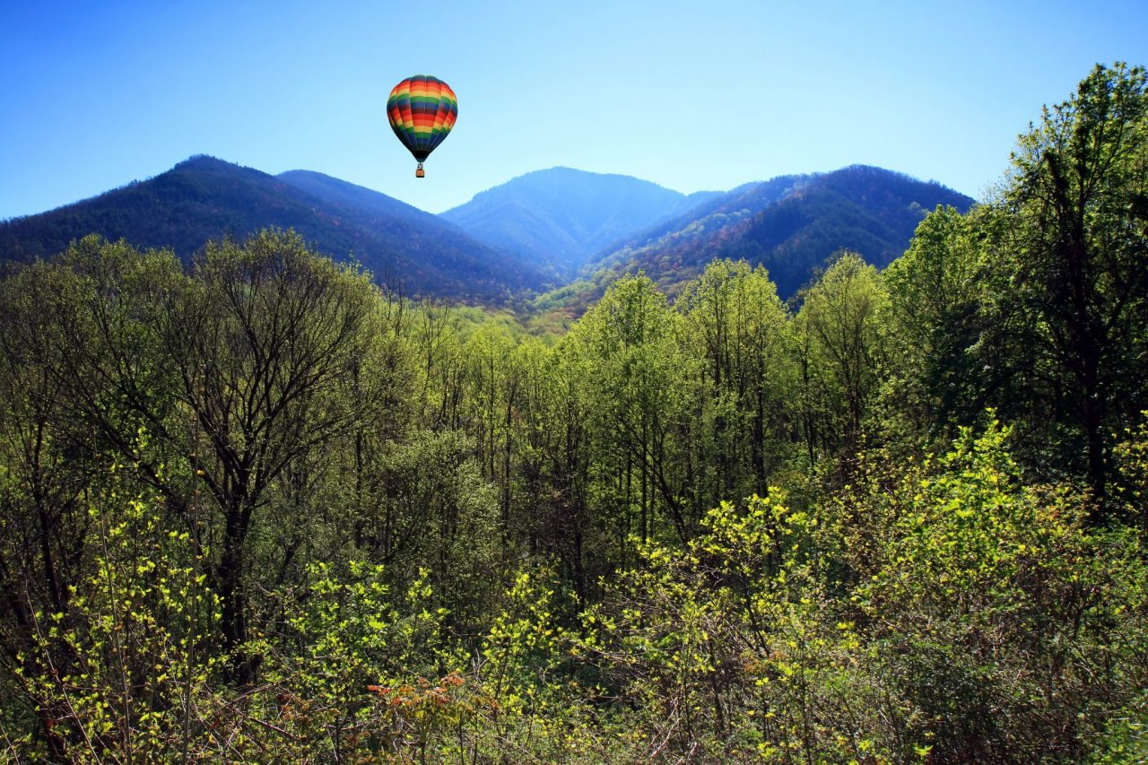 Hot air balloon at the Smoky Mountain National Park