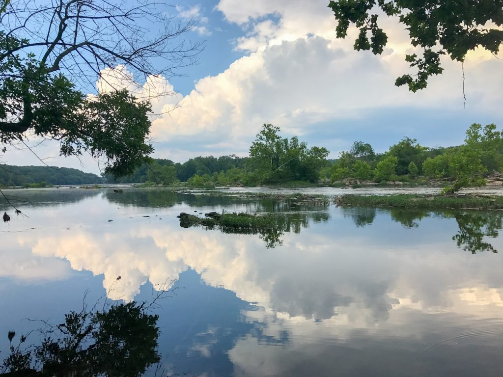 Great Falls Park inVirginiaUnited States. It is along the banks of thePotomac Riverin Northern Fairfax County.